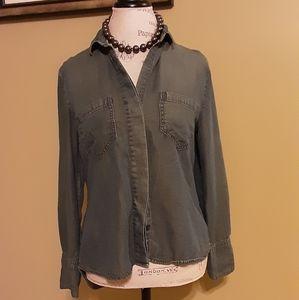 Bella Dahl split back button front shirt.